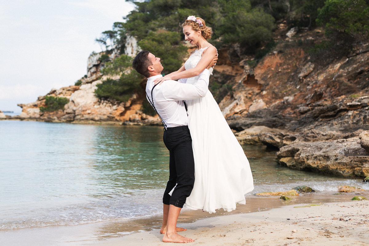etzer-shooting-after-wedding-mallorca-hochzeit-couple-ocean-33